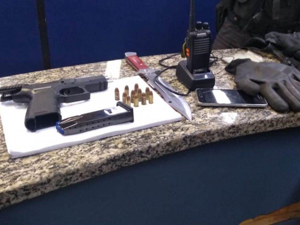Policial militar de folga prende suspeito com arma em Barra Mansa