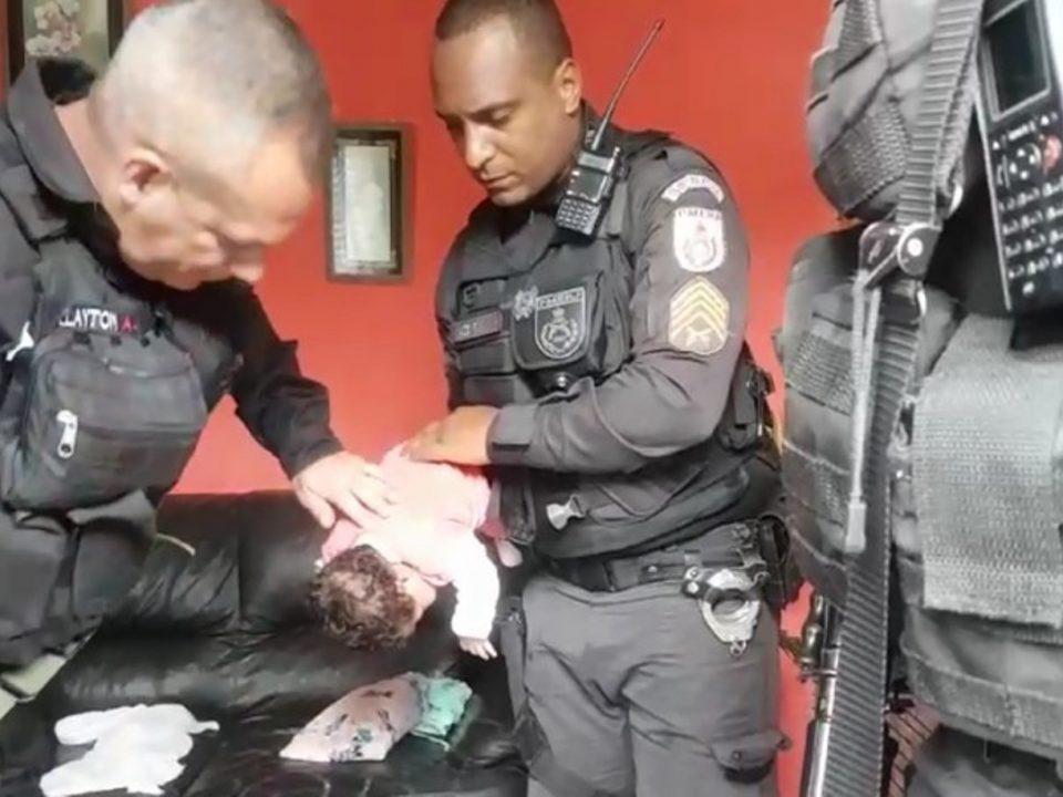 Policiais militares salvam bebê engasgado em Três Rios